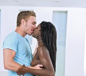 Bonnie Amor - Bubble Ass - Round And Brown 5
