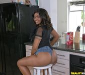 Dee Rida - Ass Cooking - Round And Brown 2