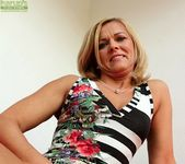 Aarrie - Cute blonde milf showing her body 6