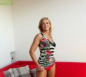 Aarrie - Cute blonde milf showing her body 7