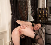 Victoria Ross - Fingering Herself 18