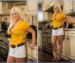 Kaylee Brookshire - Housewife 1 on 1