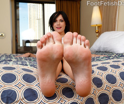 Alexis Blaze Gives Hot FootJob and Gets Fucked