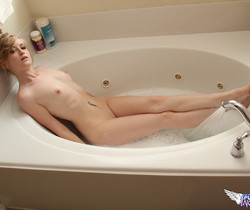 Mandy Roe - Bubbles - SpunkyAngels