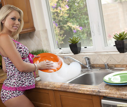 Shawna Lenee - Doin' the dishes