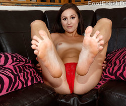 Renee Roulette - Foot Fetish Daily