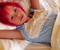Elaina - Blue Top Bed