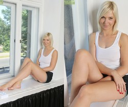 Emilia - blonde milf showing her pussy