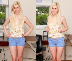 Nollie Roxx - nice teen blonde spreading her pussy