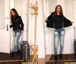 Yasmin Scott - No Money No Problem - Mike's Apartment