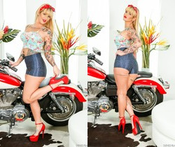 Payton Sinclaire - The Devils Pin Up Dollz