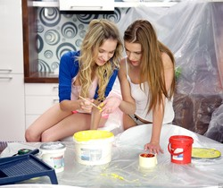 Angel Piaff, Alexis Crystal - Lazy Painters - Girlsway
