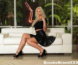 Sexy Brooke masturbates - Brooke Banner