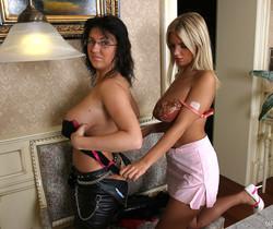 Ines with Kora Kryk play in Hotel room - Ines Cudna