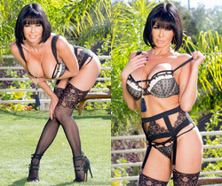 Veronica Avluv Stacked MILF Takes Two Cocks In Her Ass
