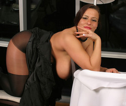 Aneta showing het tits in Restaurant - Aneta Buena
