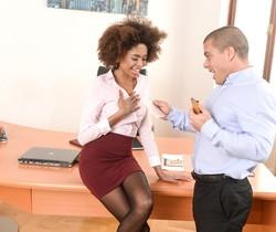 Luna Corazon - Interracial Office Orgasm - 21Sextury