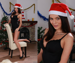 Horny Vanessa toys a vibrator for Christmas - Wet and Puffy