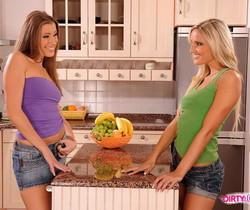 Eliska & Neilla Eating Pussy