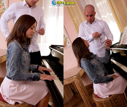 Foxy Di - Pounding On The Piano - 18eighteen