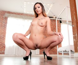 Jaye Summers - Anal Sex Slave: Gorgeous, Young Jaye