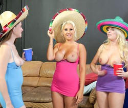 Lara Brooks, Britney Amber & Brooklyn Blue - Immoral Live