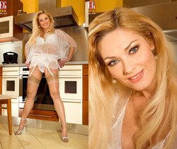 Renata - Hot To Trot - Leg Sex