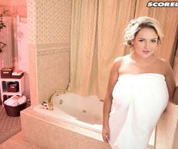 Katie Thornton - Boobs & Bubbles - ScoreLand