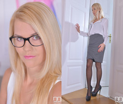 Sensual Sensation During Office Hours - Foot Fetish