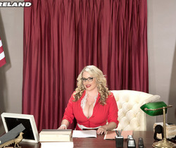Maggie Green - Busting Into Politics - ScoreLand