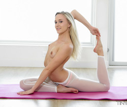 Bree Mitchells - Stretched Out - Tiny 4K