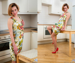 Alice Wonder - Hot Housewife - Anilos