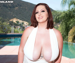 Paige Turner - Big-boobed Water Nymph - ScoreLand