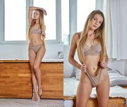 Elina De Leon - Hot Blonde - Nubiles