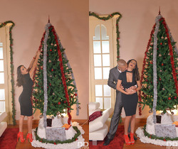 Alyssia Kent - Busty Under The Christmas Tree