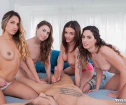 Elle Rose, Lara Romero, Linda del Sol and Baby Nicols share