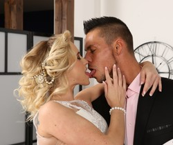 Simply Anal - Gorgeous blonde Vinna Reed in anal hardcore