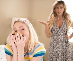 Cherie DeVille, Chloe Cherry - Mommy's Scent - Girlsway