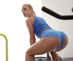 Vinna Reed - Little Spinner - S17:E3 - Petite HD Porn