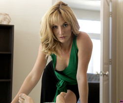Emily Willis, Mona Wales - Moms Revenge - S9:E3