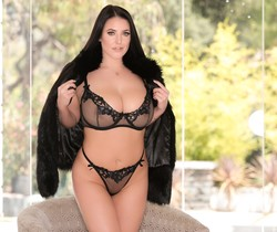 Angela White - I Am Angela, Ep. 4: Ciao Bella! - Evil Angel