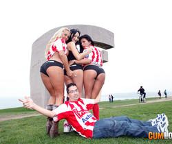 Leyla Black - Lesbian threesome - CumLouder
