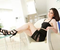 Sara Bell, Vince Carter - Horny Italiana - 21Sextury