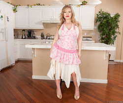 Victoria Tyler - Horny House Wife