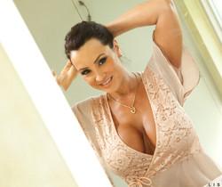 Lisa Ann - Dirty Milf Shower