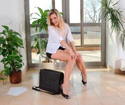 Lenny - Business Woman - Anilos