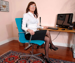 Bella Roxxx - Office - Anilos
