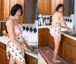 Katie - Horny Housewife - Anilos