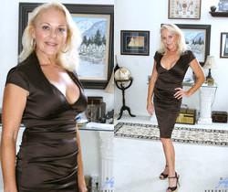 Veronica - Hot Blonde - Anilos