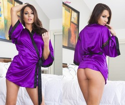 Destiny Dixon Sticks Her Fingers In And Out Of Her Pussy